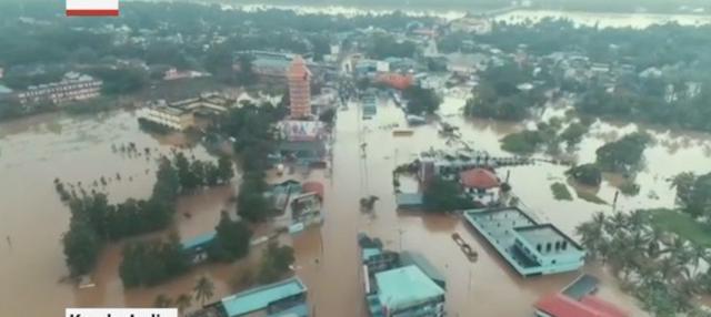 Ribuan orang meninggal dunia akibat hujan deras yang melanda India selama Juni hingga September. Derasnya hujan sebabkan banjir dan tanah longsor.