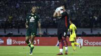 Persebaya Surabaya memilik empat pemain asing yang diharapkan mampu membawa skuat Bajul ijo tampil lebih kompetitif dalam mengarungi laga Shopee Liga 1 2020. Berikut empat pemain asing milik Persebaya di awal kompetisi musim 2020. (Kolase foto Bola.com)