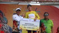 Pembalap Team Sapura Cycling, Jesse Ewart, berhasil mengunci status yellow jersey Tour de Singkarak 2018. (dok. Tour de Singkarak 2018)