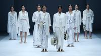 Koleksi Sejauh Mata Memandang sebagai salah satu Dewi Fashion Knights (DFK) di runway Jakarta Fashion Week. (JFW) 2021. (dok. Jakarta Fashion Week)