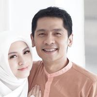 Menjelang 5 Tahun Pernikahan, Ini 6 Potret Mesra Donita dan Adi Nugroho (sumber: Instagram.com/donitabhubiy)