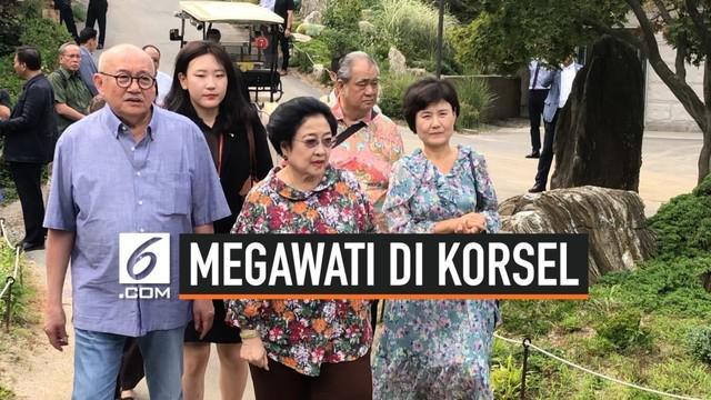 Sebelum mengikuti DMZ International Forum on the Peace Economy, Presiden RI kelima Megawati Soekarnoputri menyempatkan diri mengunjungi taman bernama The Garden Of Morning Calm di Gapyeong, Provinsi Gyeonggi, Korea Selatan.