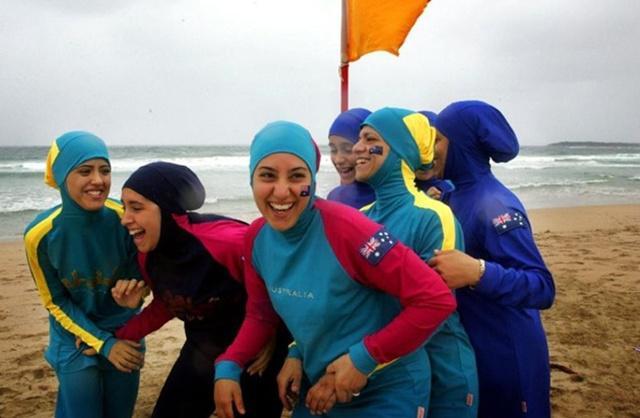 Pilih pakaian dan hijab warna cerah agar tidak terlalu menyerap panas/copyright timeofisrael.com