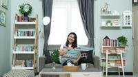 Dewi menyulap bisnis buku online menjadi dekorasi rumah beromzet ratusan juta rupiah per bulan.