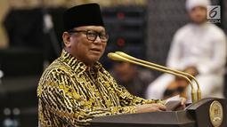 Ketua DPD Oesman Sapta Odang memberikan sambutan saat acara buka puasa bersama di Jakarta, Rabu (14/5/2019). Acara buka puasa tersebut dihadiri sejumlah tokoh-tokoh dan petinggi partai politik. (Liputan6.com/Johan Tallo)