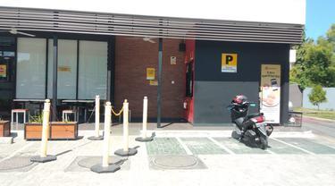 Gerai McDonald's Gorontalo tampak sepi dari pengunjung setelah BTS meal Dirilis (Arfandi/Liputan6.com)