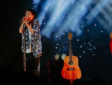 Alunan Musik Fourtwnty Hangatkan Festival Tamagochill