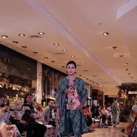 Biyan Wanaatmadja melalui salah satu labelnya, Studio 133 Biyan merilis koleksi 12 busana eksklusif Floral Fantasy, berkolaborasi dengan Central Department Store dalam perayaan Central 5th Anniversary Flower Extravaganza. Sumber foto: Document/PR.