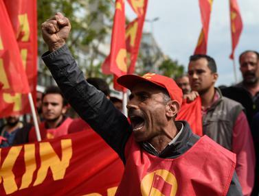 20170501-Aksi May Day Para Buruh di Belahan Dunia-AFP