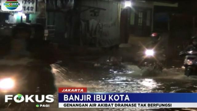 Akibat banjir ini, arus lalu lintas yang menghubungkan kawasan Kemang menuju Mampang hingga Pancoran tersendat