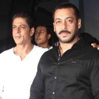 Shahrukh Khan dan Salman Khan. foto: the indian express