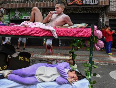 Tingkah Konyol Warga Kolombia di Hari Malas Sedunia