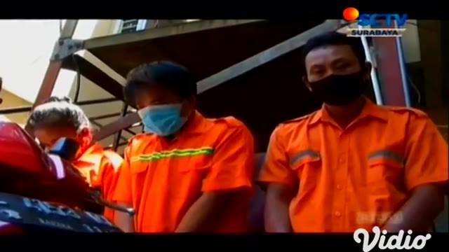 Satu keluarga melakukan pencurian dengan kekerasan langsung dibawa ke Polsek Semampir, Surabaya. Modusnya, salah satu pelaku mencari korban, dengan cara berkenalan melalui media sosial dan mengajak bertemu.