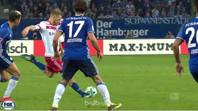 Tembakan dari jarak 25 meter Aaron Hunt memastikan kemenangan Hamburg 3-2 win atas Schalke yang sekaligus memastikan gelar juara B...