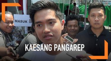 Putra Capres Petahana Jokowi Kaesang dan Gibran mencoblos di TPS Manahan Solo. Kaesang berharap Pemilu berjalan damai dan aman, dirinya tidak memikirkan hasil dari Pilpres dan lebih fokus ke bisnis pisang dan kopinya