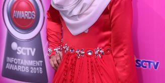 Penyanyi muda berbakat Fatin Shidqia Lubis turut hadir di ajang Infotainment Awards 2016 yang diadakan di studio 6 Emtek City, kawasan Daan Mogot, Jakarta Barat, Jumat (22/1/2016) malam. (Nurwahyunan/Bintang.com)