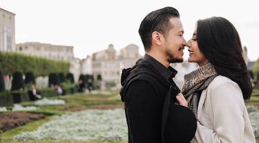 [Bintang] Tyas Mirasih dan Suami