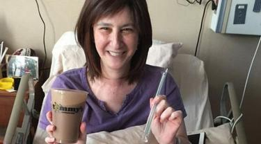 Senyum bahagia Emily Pomeranz, empat hari sebelum dirinya meninggal (Facebook/Sam Klein)