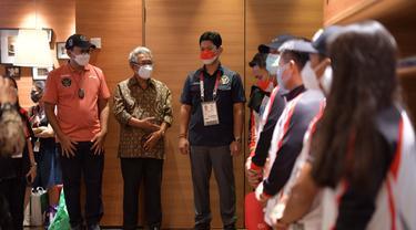 Sejumlah atlet Indonesia yang sudah bertanding di Olimpiade Tokyo dengan perolehan sementara tiga medali, pulang ke tanah air pada Kamis (29/7) dari bandara Narita Jepang. Foto KBRI Tokyo
