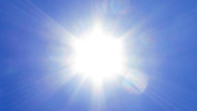 Secara perlahan, matahari mengubah hidrogen yang ada sejak awal menjadi helium hingga akhirnya matahari menciut.(Sumber iStock)