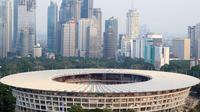 Gedung perkantoran yang menjulang tinggi dan Stadion Utama Gelora Bung Karno, Jakarta, (12/9/2017). Stadion Utama GBK dan kawasan olah raga senayan bersolek menyambut ASIAN Games 2018. (Bola.com/Nicklas Hanoatubun)