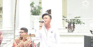 Rizky Febian mengaku nyanyi di depan presiden Jokowi adalah mimpi dan pencapaian bermusiknya.
