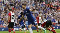 Alvaro Morata mencetak gol kedua Chelsea ke gawang Southampton pada laga semifinal Piala FA di Stadion Wembley, Minggu (22/4/2018). Chelsea lolos ke final usai menang 2-0. (AP Photo/Frank Augstein)