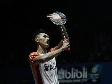 Tunggal putra Indonesia, Jonatan Christie, merayakan kemenangan atas Rasmus Gemke pada Blibli Indonesia Open 2019 di Istora Senayan, Jakarta, Selasa (16/7). Jojo menang 21-17 24-22. (Bola.com/Vitalis Yogi Trisna)