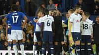 Son Heung Min mendapat kartu merah di laga Tottenham vs Everton (AFP)