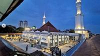Anies Baswedan Dukung Masjid Luar Batang Jadi Destinasi Wisata Religi di Jakarta. (dok.Instagram @aniesbaswedan/https://www.instagram.com/p/CMbOatXAne9/Henry)