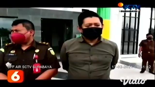 Kejaksaan Negeri Gresik, Jawa TImur, menahan Camat Duduk Sampeyan, Gresik, karena diduga telah menyalahgunakan kewenangan sebagai Camat selama 3 tahun menjabat.