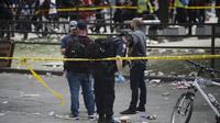 Kepolisian Toronto mengamankan lokasi penembakan di parade juara Raptors (AP)