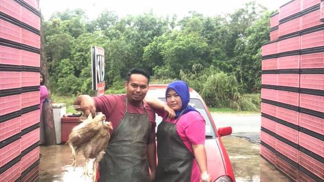 Hadiahi Suami Mobil Mewah Hanya Dengan Hasil Jualan Ayam Potong