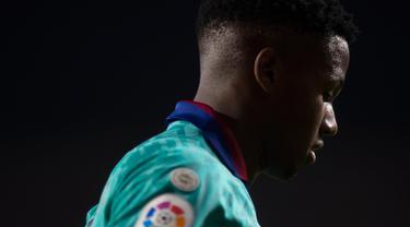 Penyerang Barcelona, Ansu Fati terlihat pada laga pekan kelima La Liga melawan Granada di Stadion Nuevo Los Cármenes, Sabtu(21/9/2019). Barcelona secara mengejutkan tumbang dalam lawatannya ke markas tim promosi, Granada 0-2. (JORGE GUERRERO/AFP)
