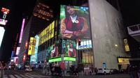 Iklan lini mode asal Indonesia, Erigo, mejeng di Times Square New York, Amerika Serikat. (dok. tangkapan layar IGTV @erigostore/https://www.instagram.com/p/CM1ZgBbB5O9/)