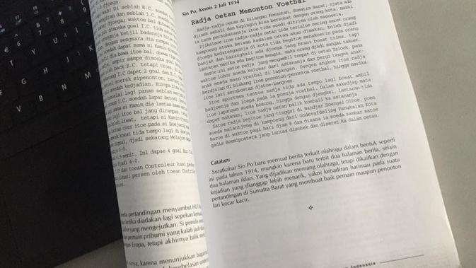 Petikan beritan terbitan surat kabar Sin Po edisi 2 Juli 1914 dengan judul Radja Oetan Menonton Voetbal yang dikutip dari buku Wajah Bangsa dalam Olahraga, karya Hendry CH Bangun (Marco Tampubolon/Liputan6.com)