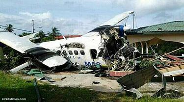 pesawat-tabrak-malaysia-131011b.jpg