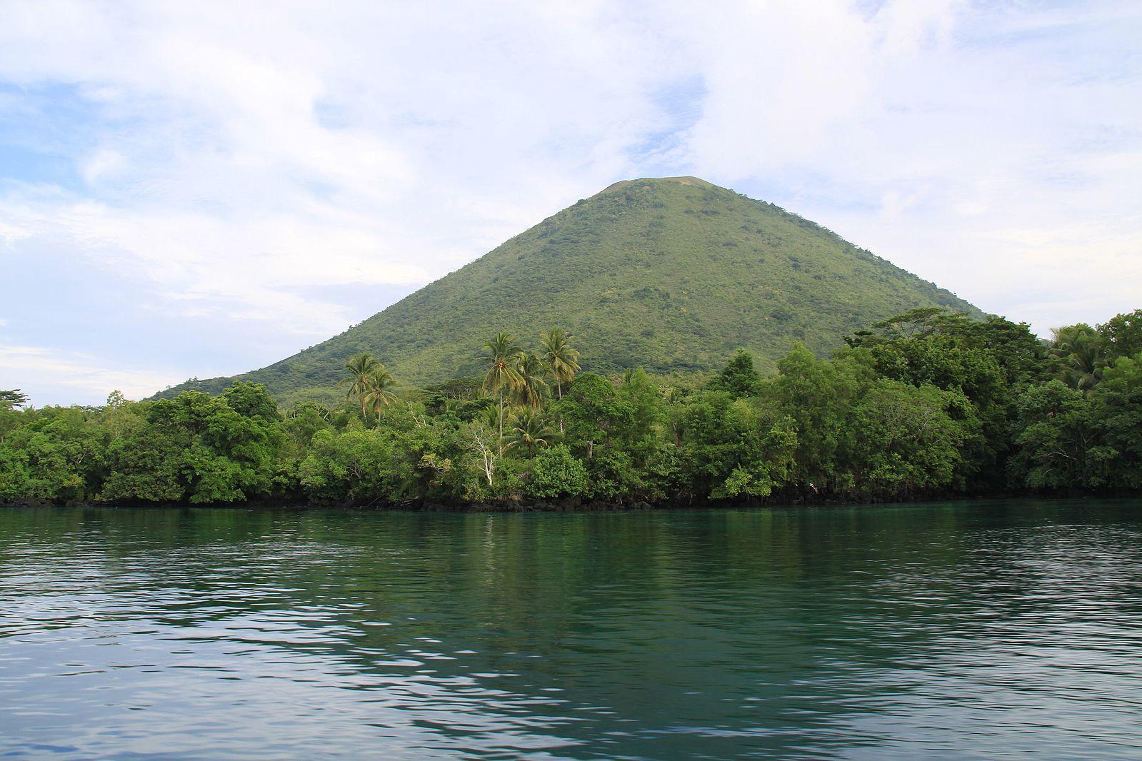 Gunung Api Banda (travelwithamate.com)
