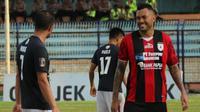 Marcel Sacramento mencetak gol perdana di Persipura pada Jakajaya Game. (Bola.com/Aditya Wany)