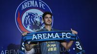 Pemain asal Uruguay, Matias Daniel Malvino, menjadi kekuatan baru Arema FC. (Bola.com/Iwan Setiawan)