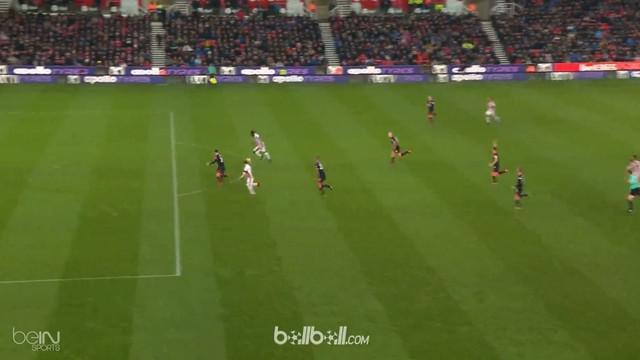 Berita video assist cantik Xherdan Shaqiri pada laga Stoke City melawan Huddersfield Town. This video presented by BallBall.