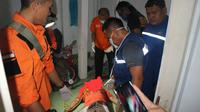 Evakuasi jenazah korban bunuh diri di Karanggintung, Sumbang, Banyumas. (Foto: Liputan6.com/Tagana Banyumas/Muhamad Ridlo)