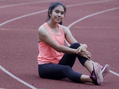 Atlet lari putri Indonesia, Jeany Nuraini, berpose usai latihan di Stadion Madya, Jakarta, Kamis (17/10/2019). Sprinter muda ini akan menjadi salah satu atlet yang akan berlaga di SEA Games 2019. (Bola.com/M Iqbal Ichsan)