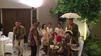 Prasetyo Edi Marsudi mengunggah foto saat Ahok merayakan tujuh bulanan sang istri Puput Nastiti Devi (Dok.Instagram/@prasetyoedimarsudi/https://www.instagram.com/p/B4H71EFFaH-/Komarudin)