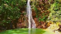 Keunikan warna air terjun Lagandang di Kabupaten Enrekang dapat memanjakan mata pengunjungnya (Liputan6.com/ Eka Hakim)