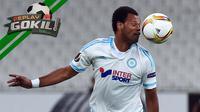 Video replay bek tengah Marseille yang berniat cegah lawan cetak gol malah bikin gol bunuh diri ke gawang sendiri.