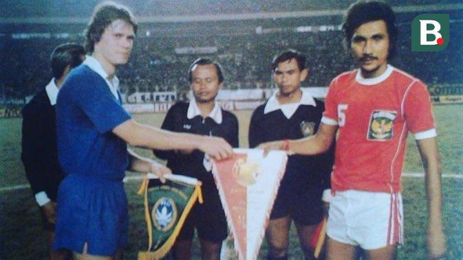 Legenda PSM Makassar dan Timnas Indonesia, Ronny Pattinasarany. (Bola.com/dok Keluarga-Abdi Satria)