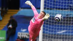 Sam Johnston. Kiper asal Inggris berusia 28 tahun yang menjadi benteng terakhir West Bromwich Albion ini sukses membuat 154 saves dalam 35 penampilannya musim ini, tertinggi di antara para kiper lainnya. (AFP/Mike Hewitt/Pool)