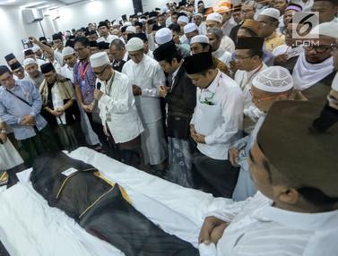 Usai Dimandikan, Jenazah Mbah Moen Disemayamkan di Daker Makkah