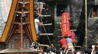 Anggota keluarga akan menuju ke Patanea, rumah kubur di Tana Toraja, sebelum melaksanakan ritual Ma'nene. (Merdeka.com/Allako Pasanggang)